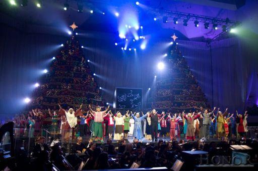 Singing Christmas Trees2